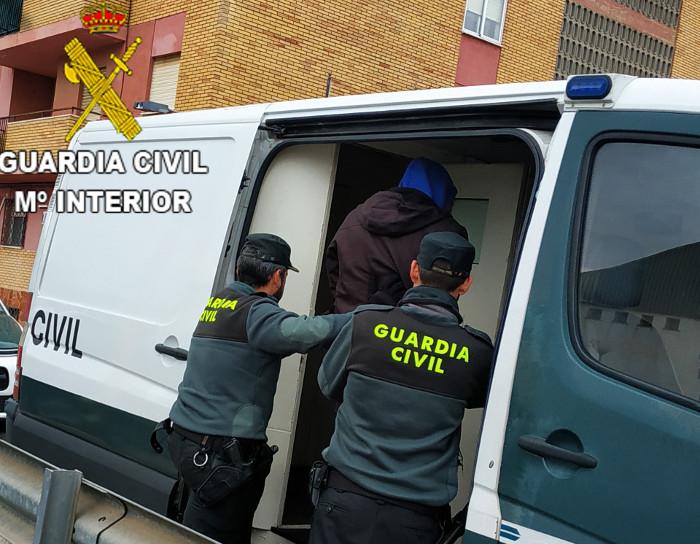 La Guàrdia Civil desmantella un punt de venda de droga al detall a Cullera